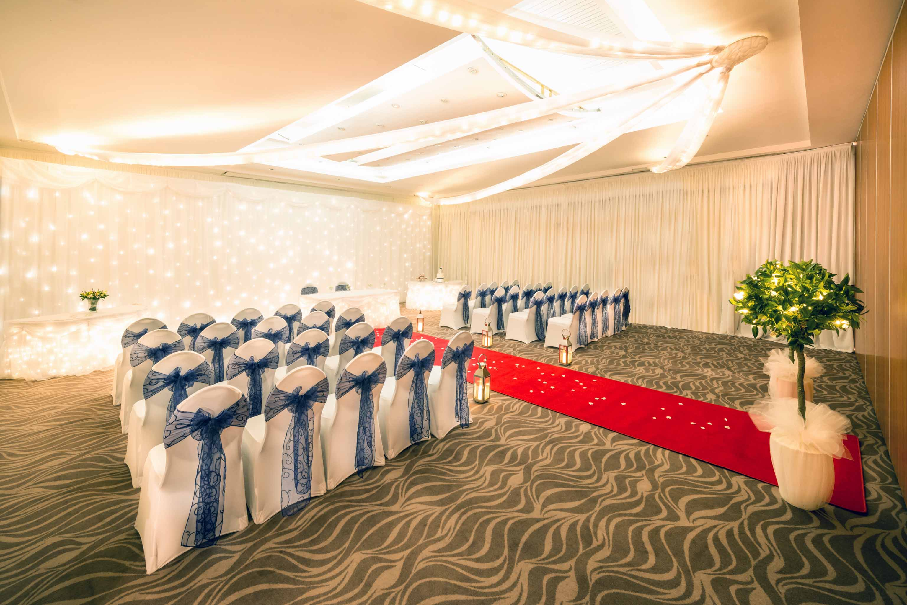 Wedding_Merry-Hill_282-Edit_Newbolt_Wedding_aisle